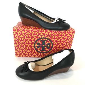 New in box Tory Burch CHELSEA 9.5 wedge
